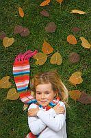 girl-autumn-leaves